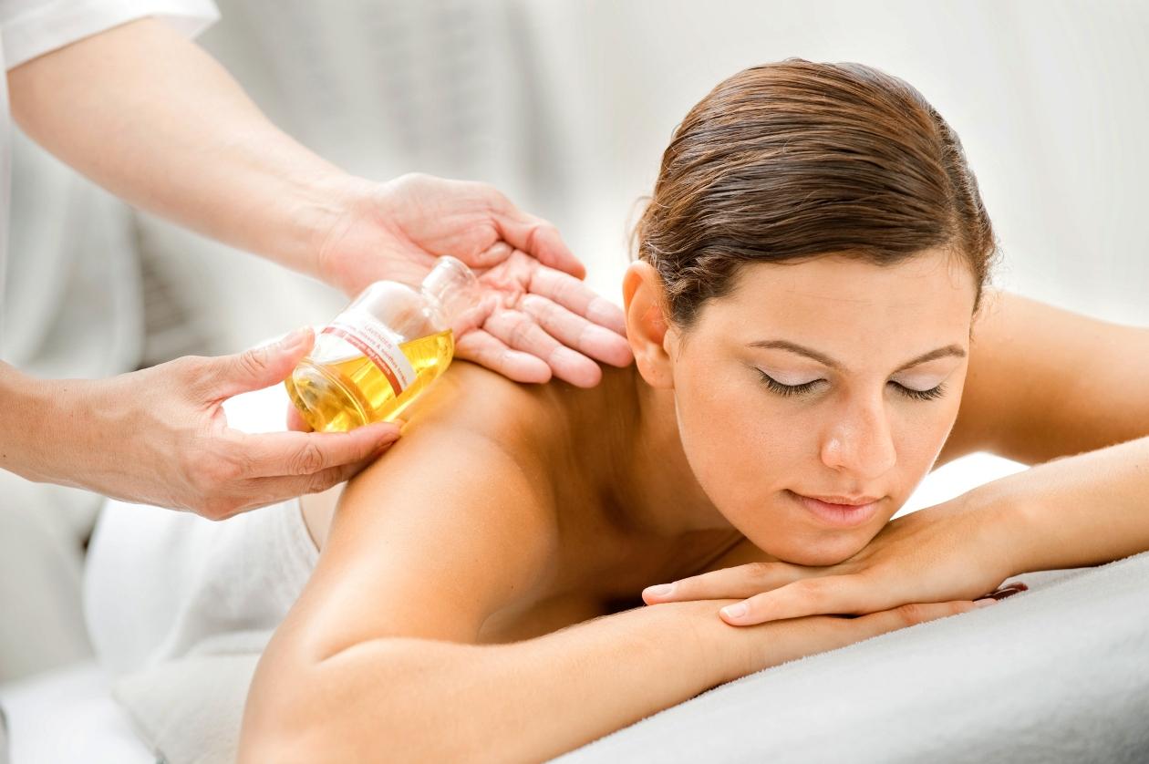Beneficios de los masajes con la técnica de gotas de lluvia