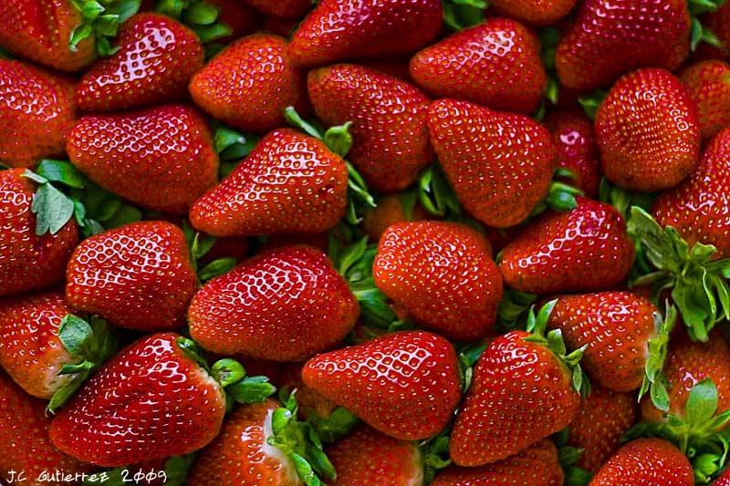 Tres beneficios de las fresas para tus dientes